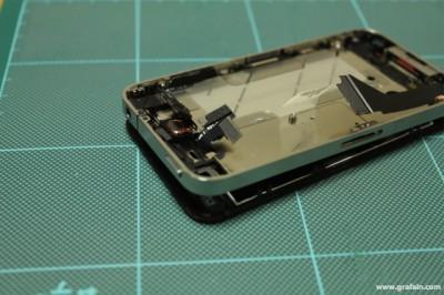 哀れな姿中の iPhone 4