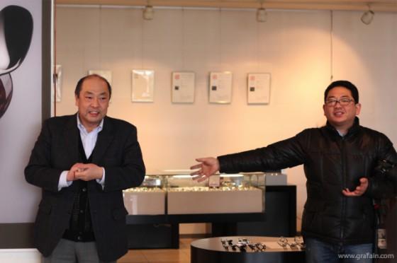 ショールームにて、小林社長(左)と今回コース立案の倉又社長(右)