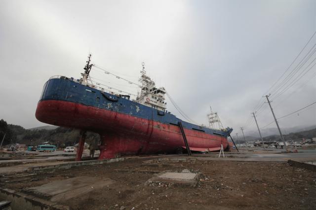 気仙沼まで流された巨大船